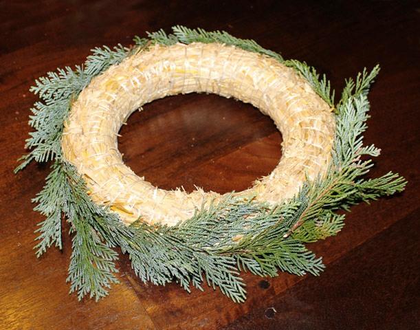 8907366f4 adventní věnec, návod jak vyrobit adventní věnec, fotonávod věnec, vánoční  věneček ...