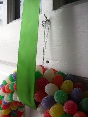 sladká věneček, věnec z bombonů, věnec na dveře, jedláý věnec, barevný věnec, jak udělat adventní věnec